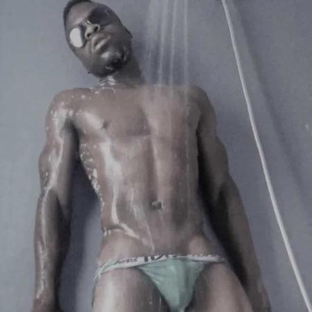 Boy strippers Barcelona in the shower in underwear