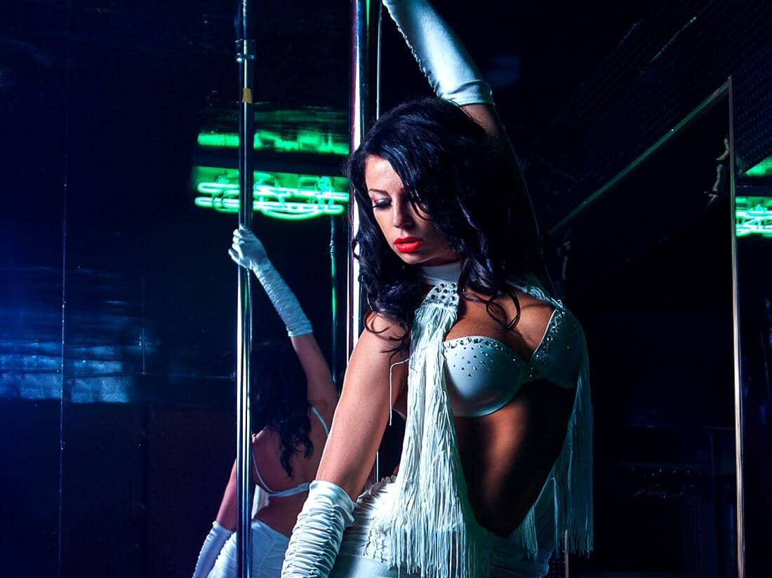 Pole dance girl at the best pole dancing club in Barcelona.