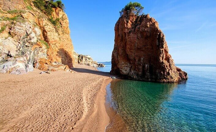 L'illa Roja Playa Costa Brava Cataluña